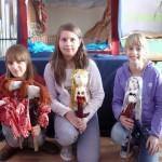 Dzieci w trakcie zajęć przygotowały kukiełki, foto: SP w Złotorii