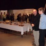 Otwarcie wystawy. Od prawej: Tomasz Gogol, Romuald Ożlański (Dyrektor M-GCK), w tle - goście, fot. Izolda Hukałowicz