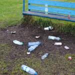 Śmieci na boisku