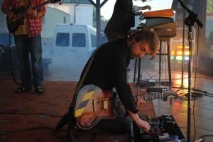 Na zdjęciu gitarzysta zespołu Pustki fot. P. Pawlicz