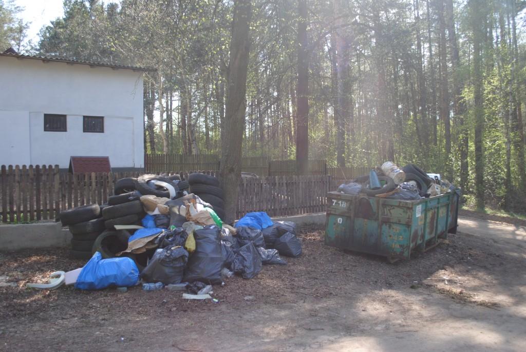 podczas sprzątania zebrano dużą ilość śmieci - w tym wiele zużytych opon