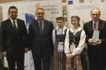 Wicewojewoda Wojciech Dzierzogwski, b. premier Waldemar Pawlak oraz zwycięzca konkursu Przyjazna Wieś (800x551)
